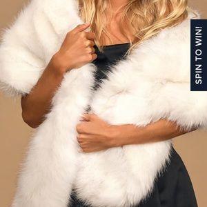 Lulus grande cream faux fur stole NWT